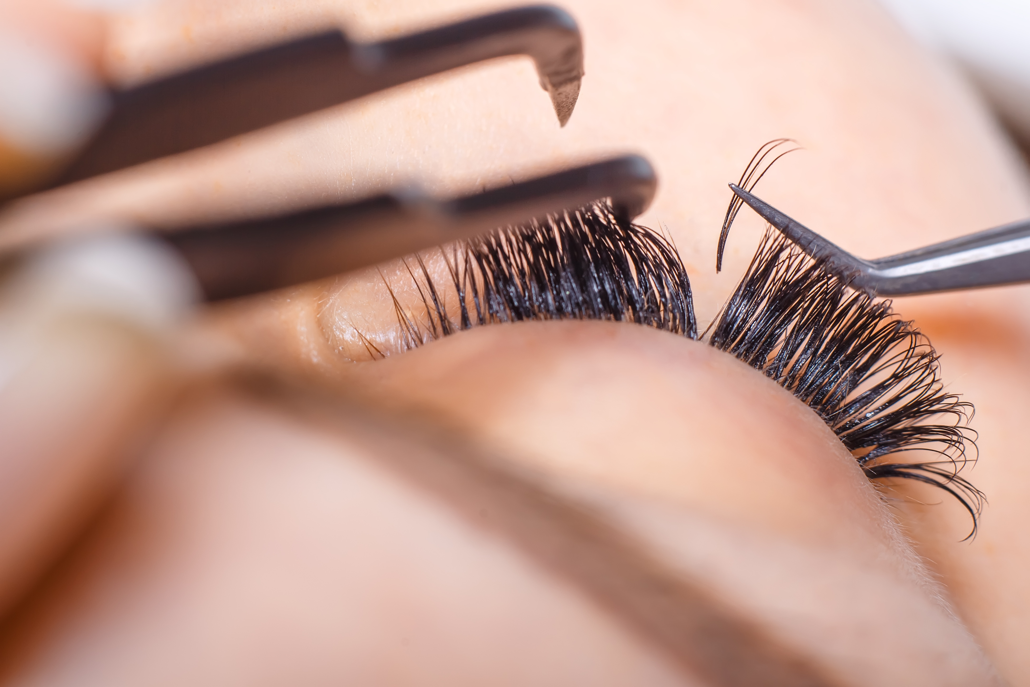 62915919c59 Everything You Need to Know About Getting Eyelash Extensions